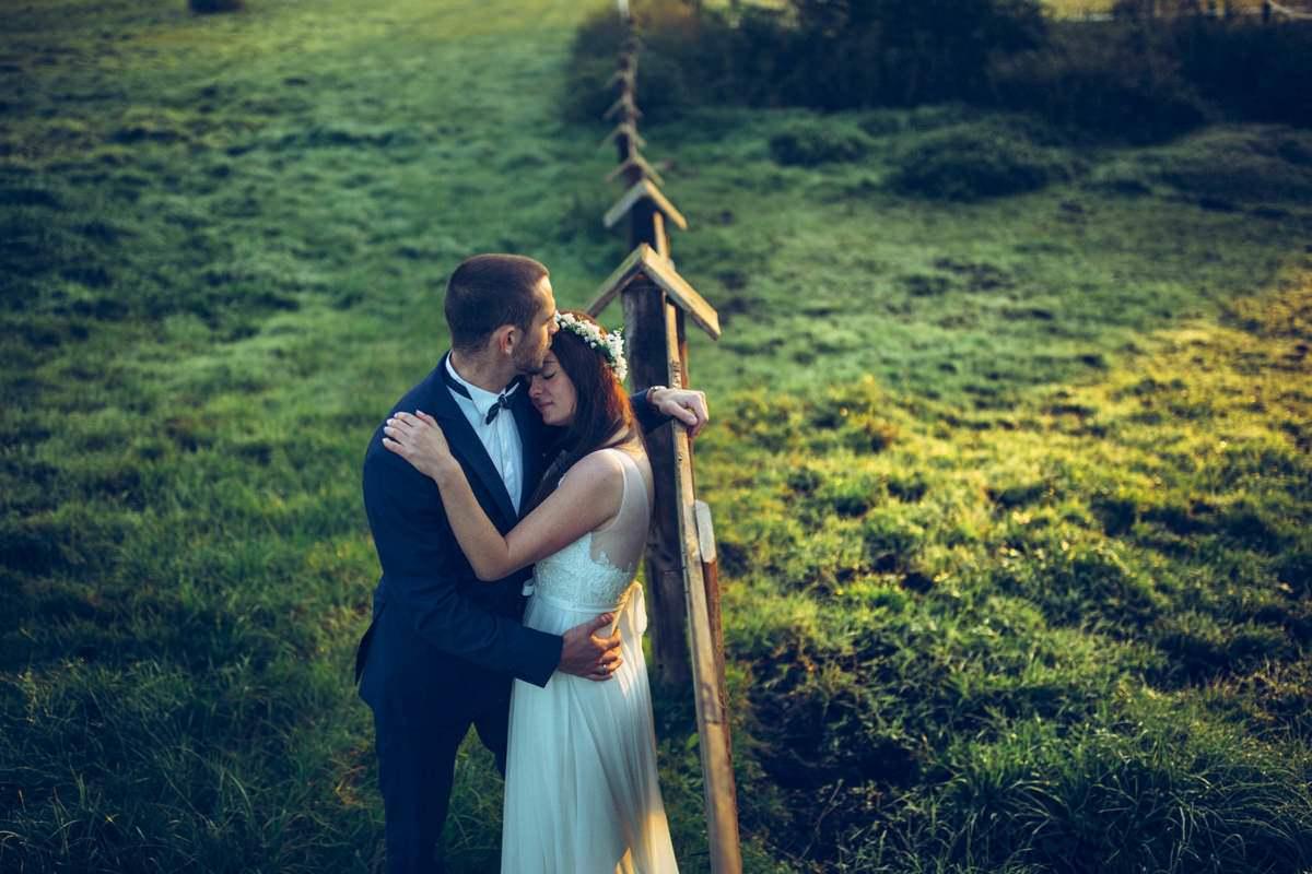 Mini plener w dniu ślubu a sesja innego dnia – czym się różni i czy mini plener zawsze się odbędzie? Fotografia ślubna Love Needs