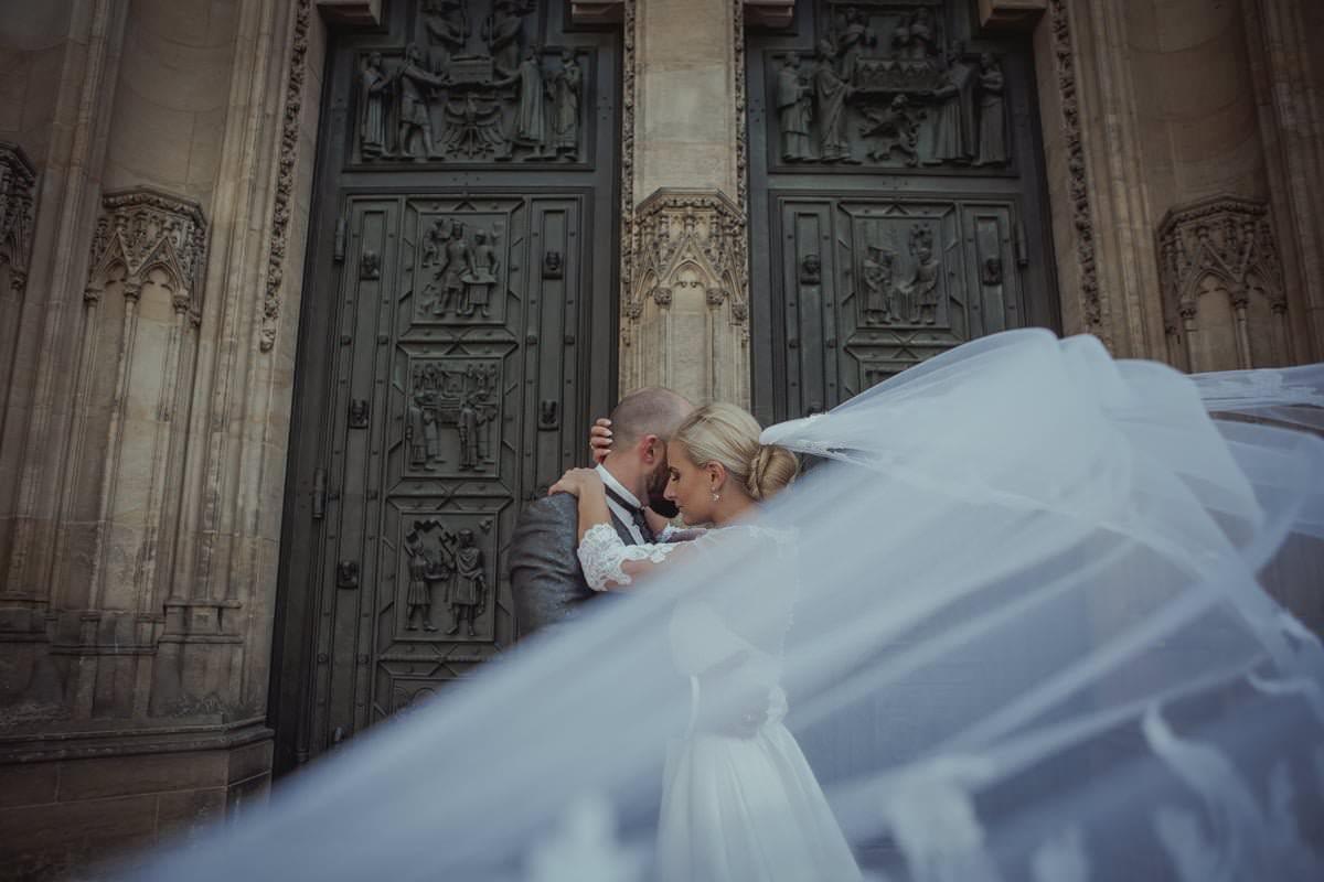 Ceremonia kościelna, fotografia ślubna Love Needs