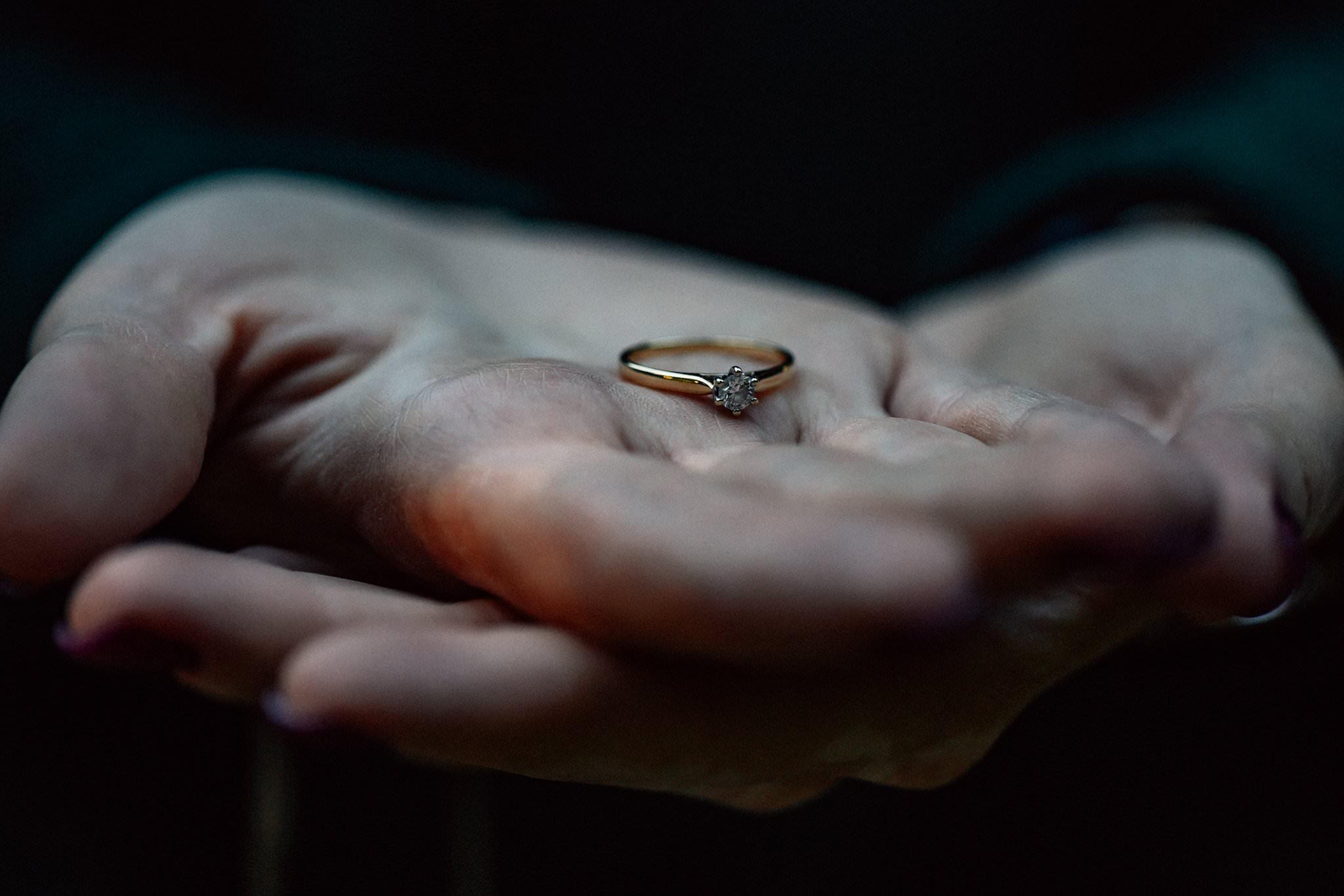 Pierścionek zaręczynowy, sesja narzeczeńska Szczecin Love Needs