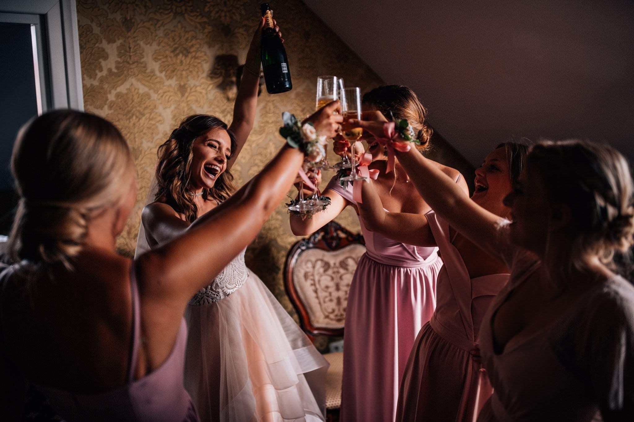 Fotograf ślubny Love Needs przygotowania do ślubu