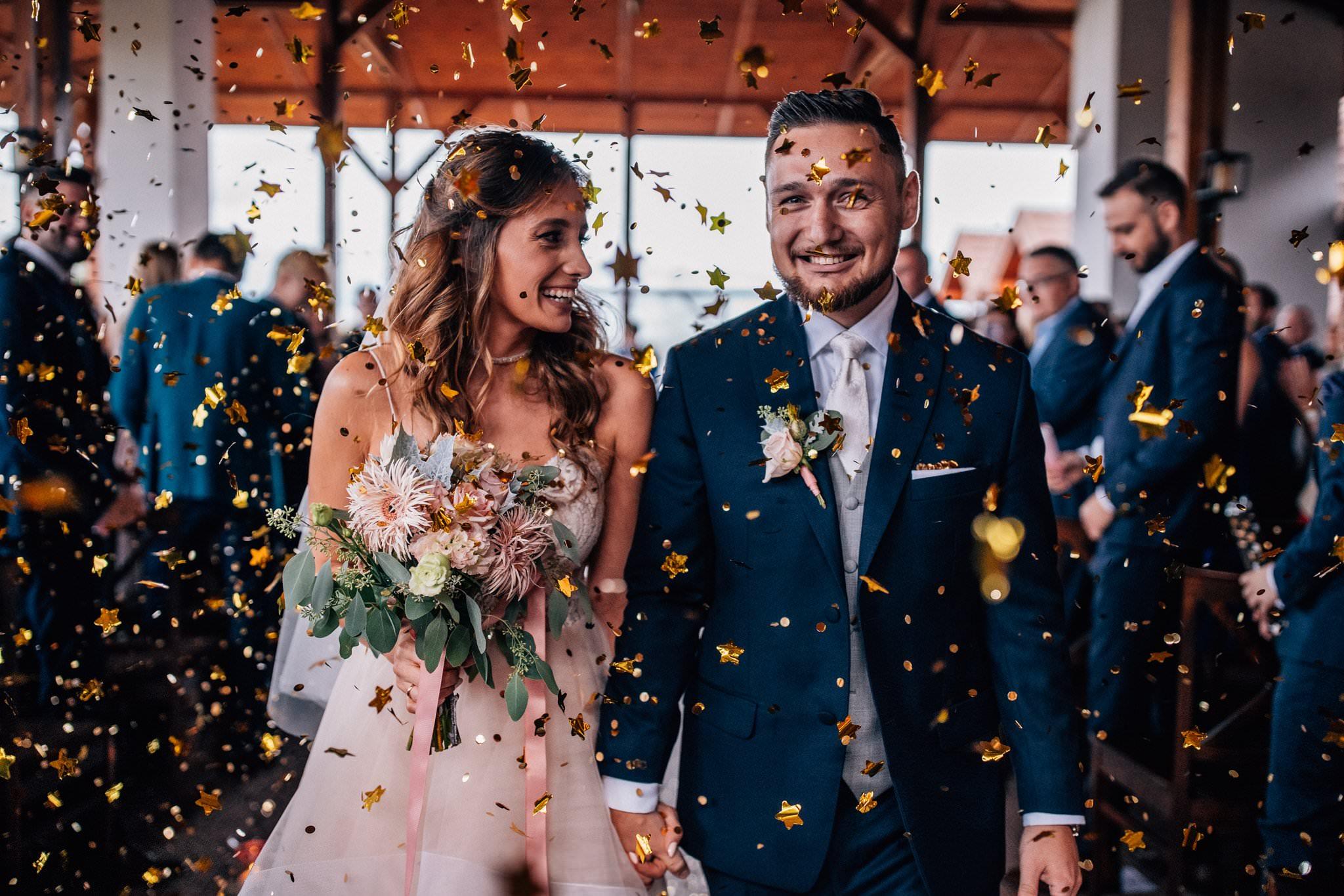 CONFETTI po ceremonii ślubnej Love Needs