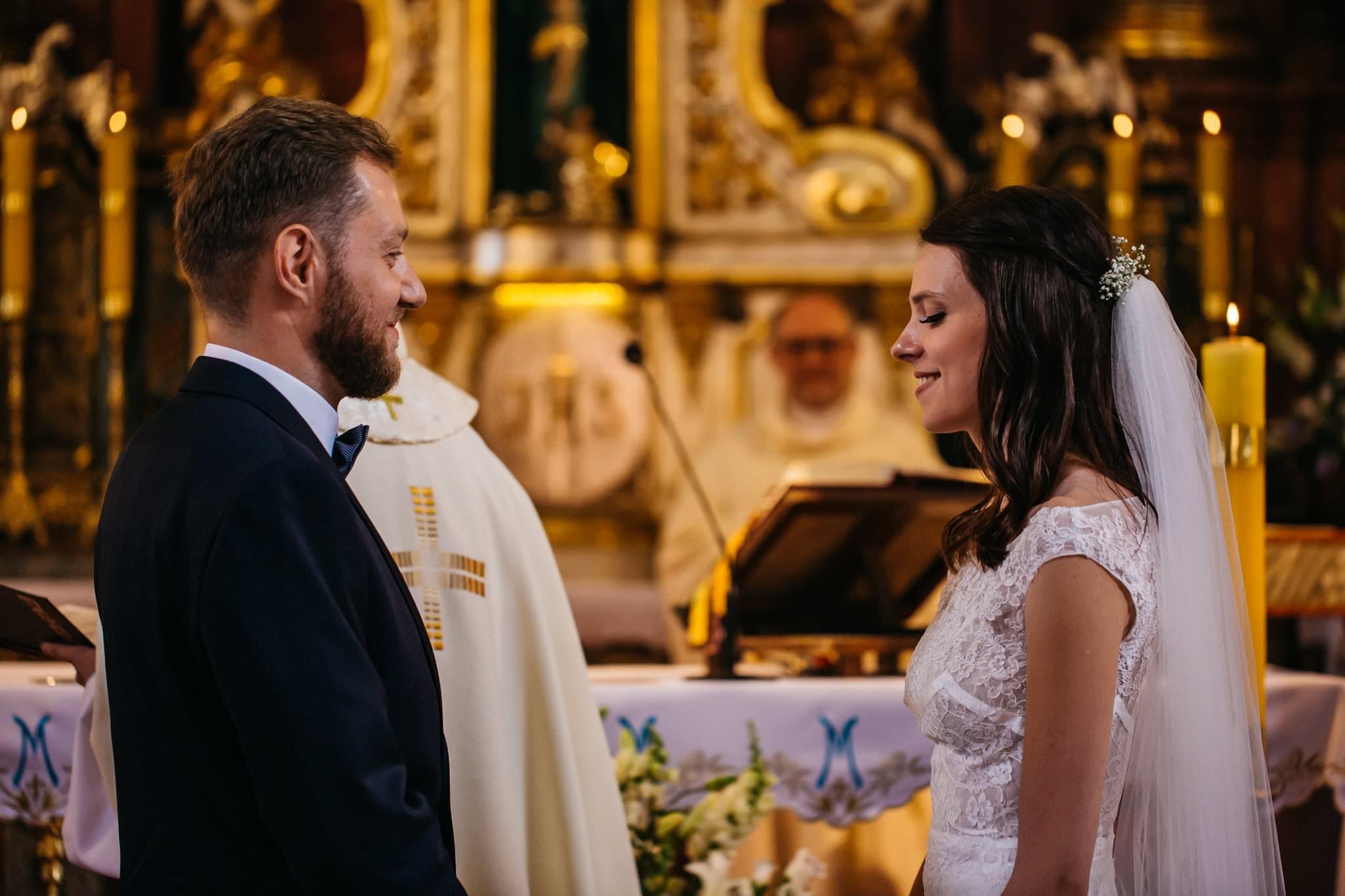 Przysięga małżeńska kościół Owińska fotografia ślubna