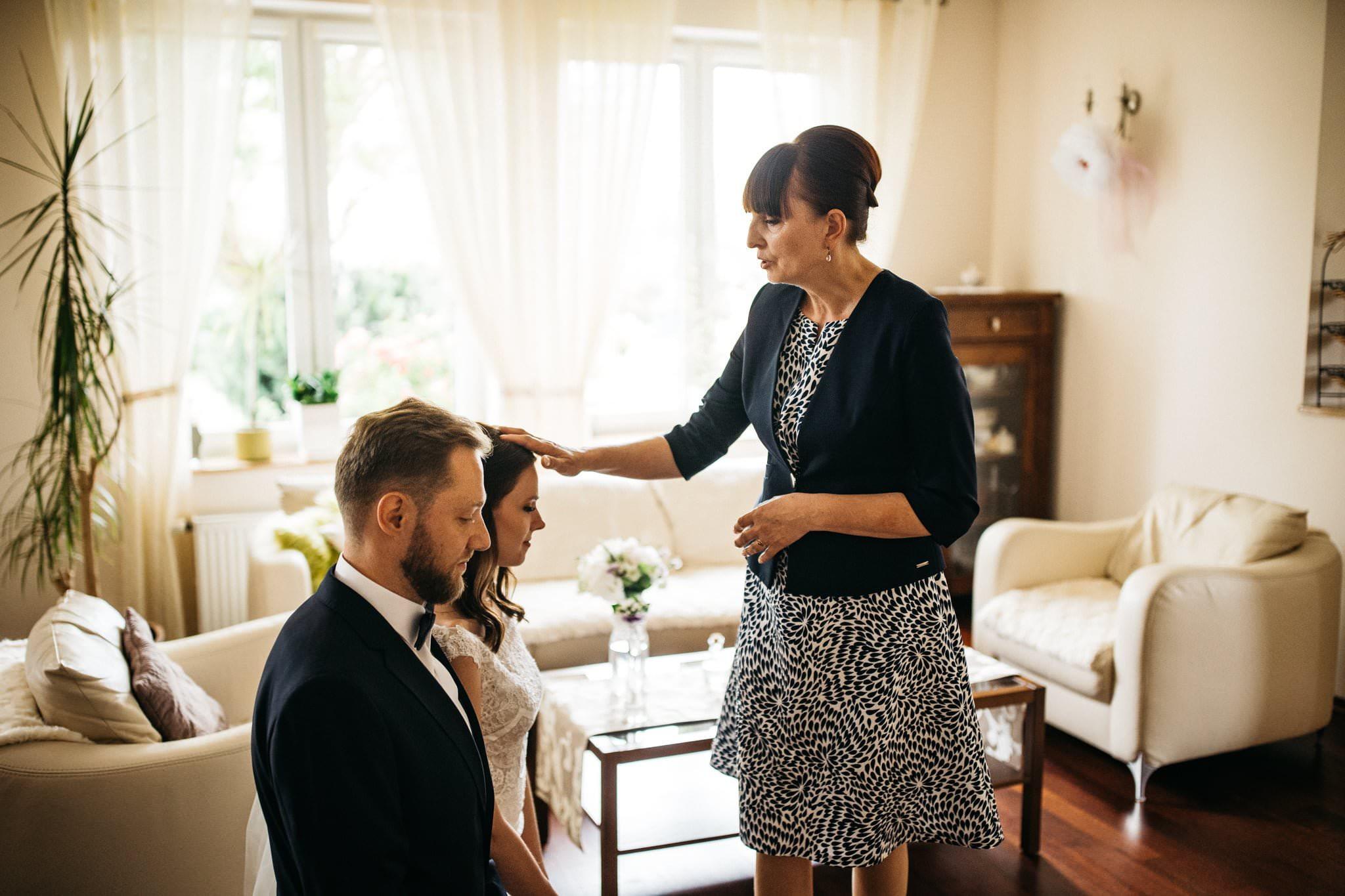 Błogosławieństwo rodziców Fotografia Ślubna Love Needs