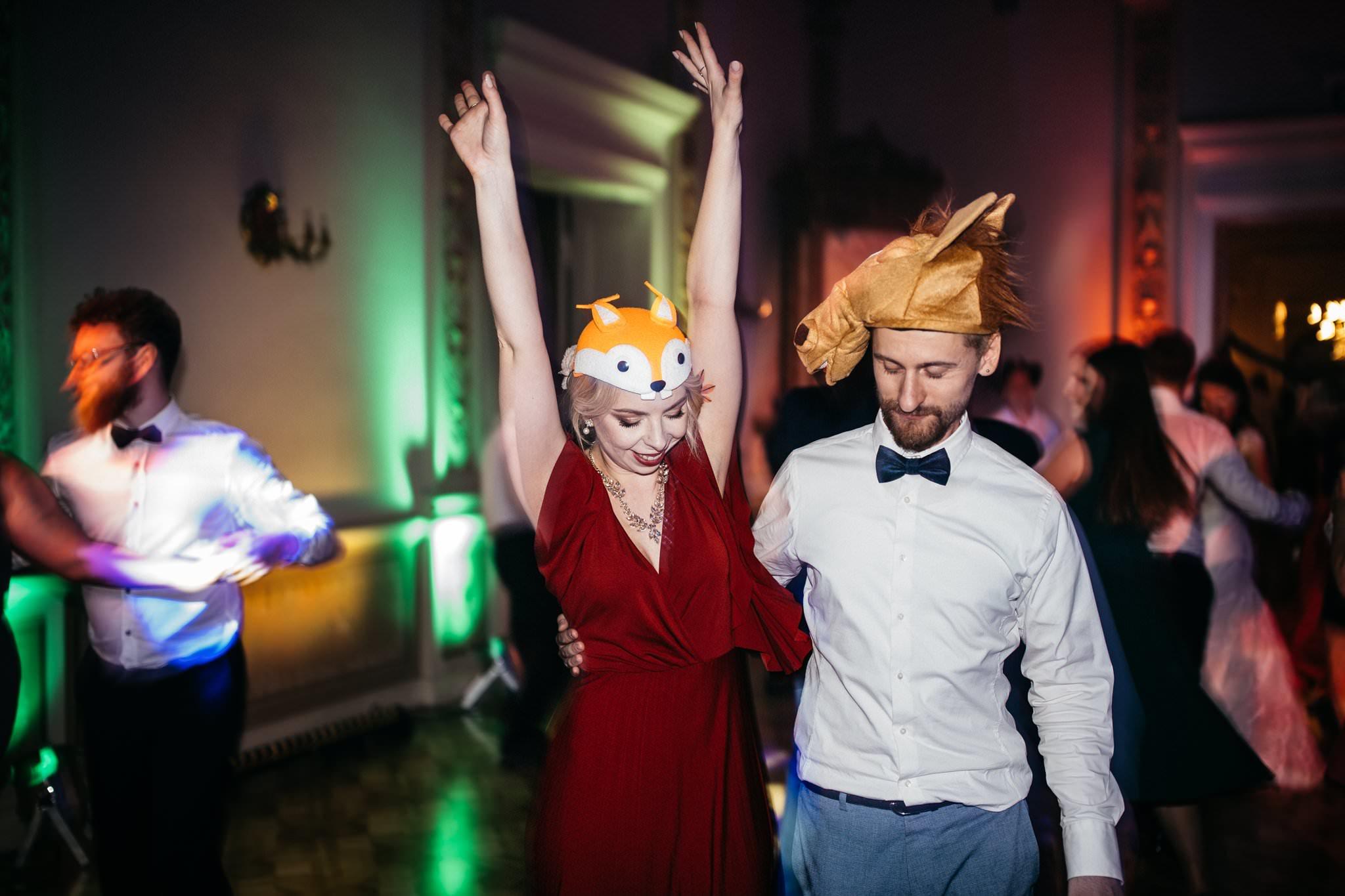 Zabawa weselna w Biedrusku fotografia ślubna Love Needs