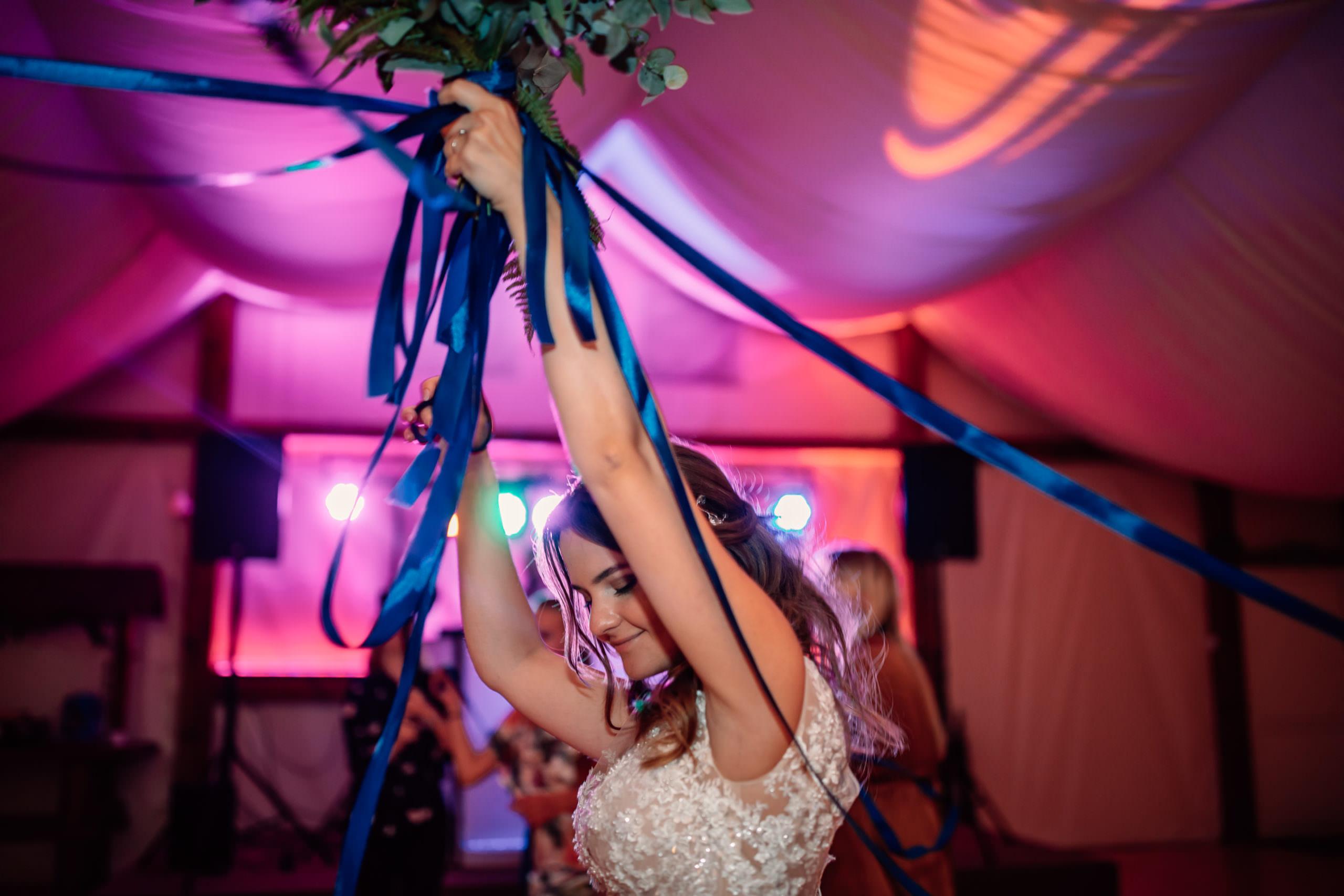 Zabawa weselna z wstążkami