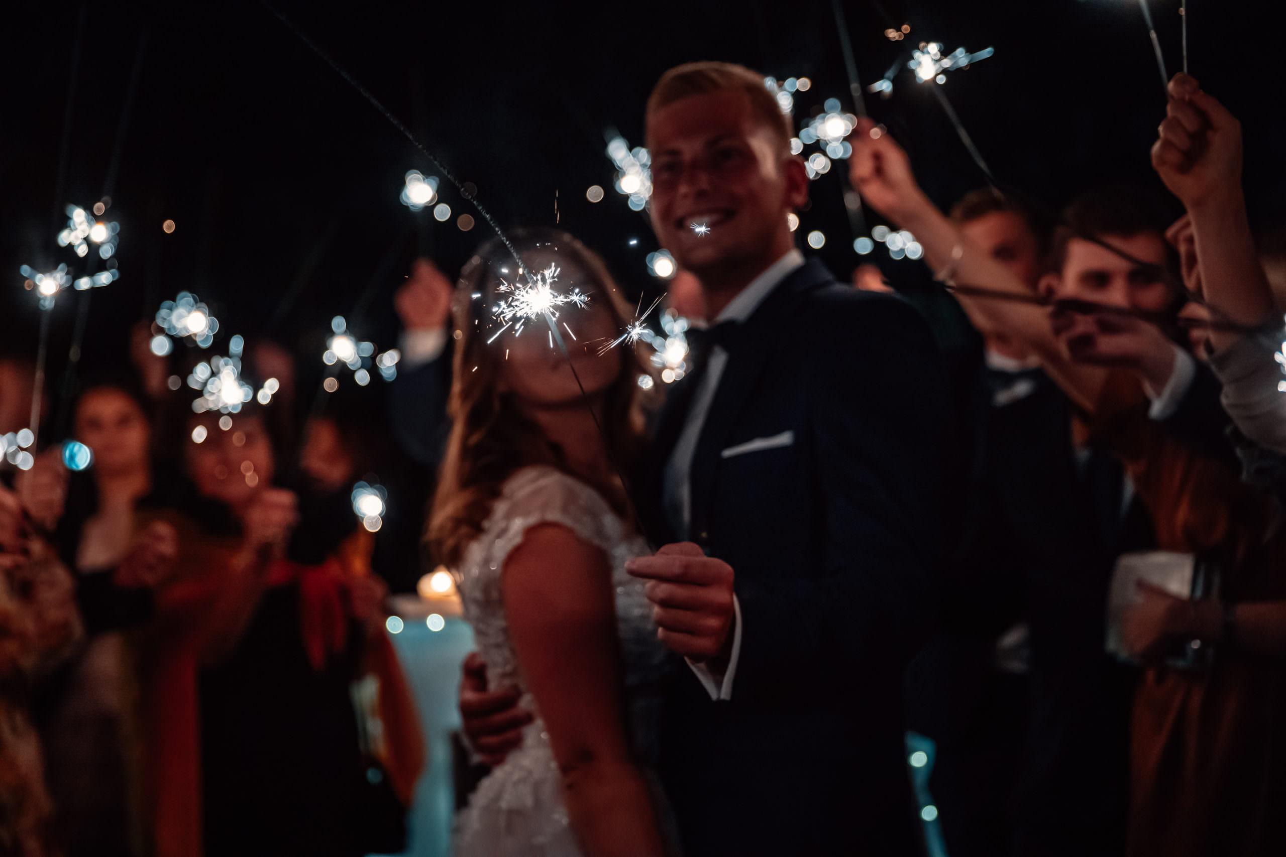 Zimne ognie w trakcie wesela