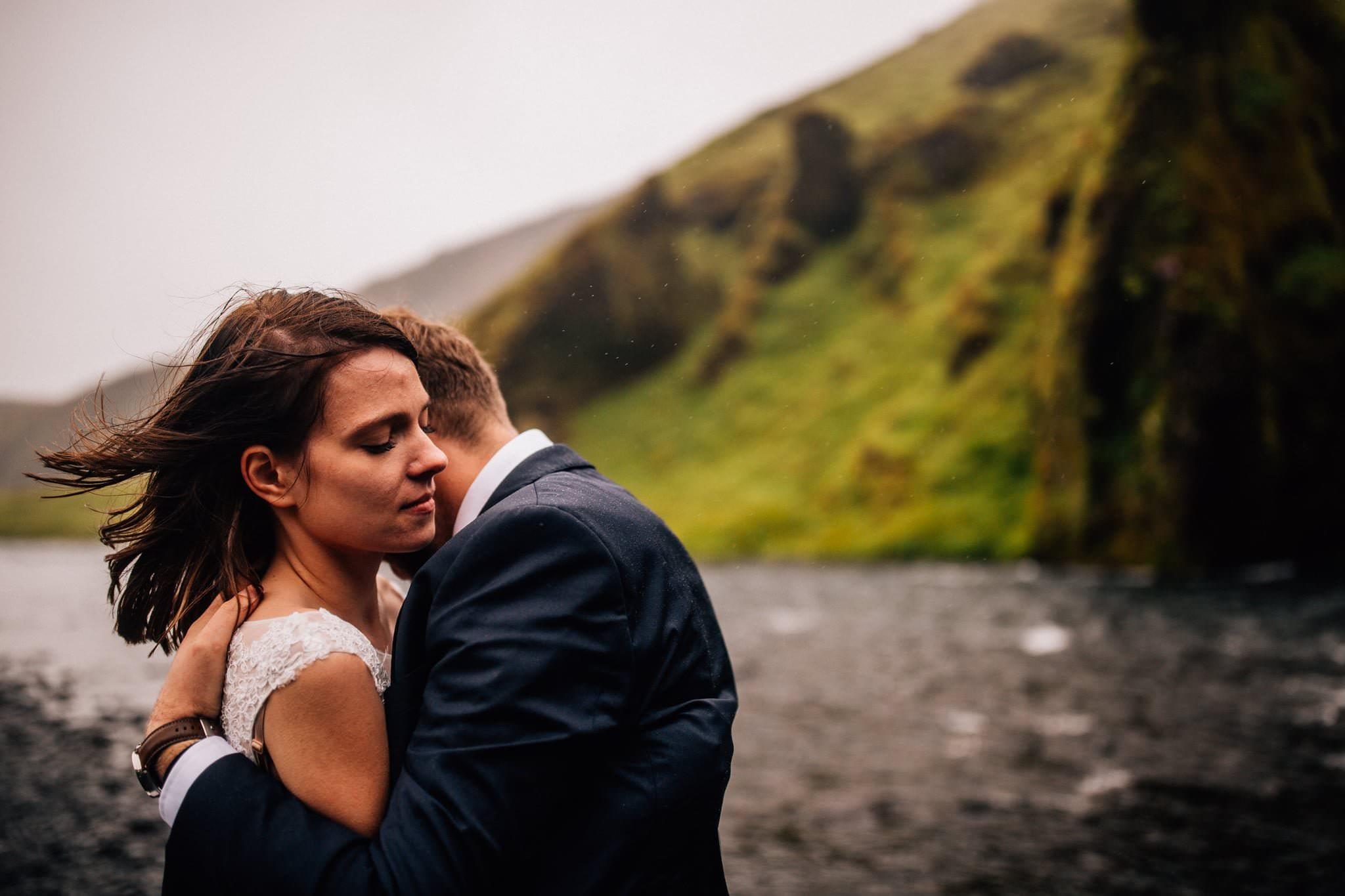 Skógafoss sesja pary młodej Islandia