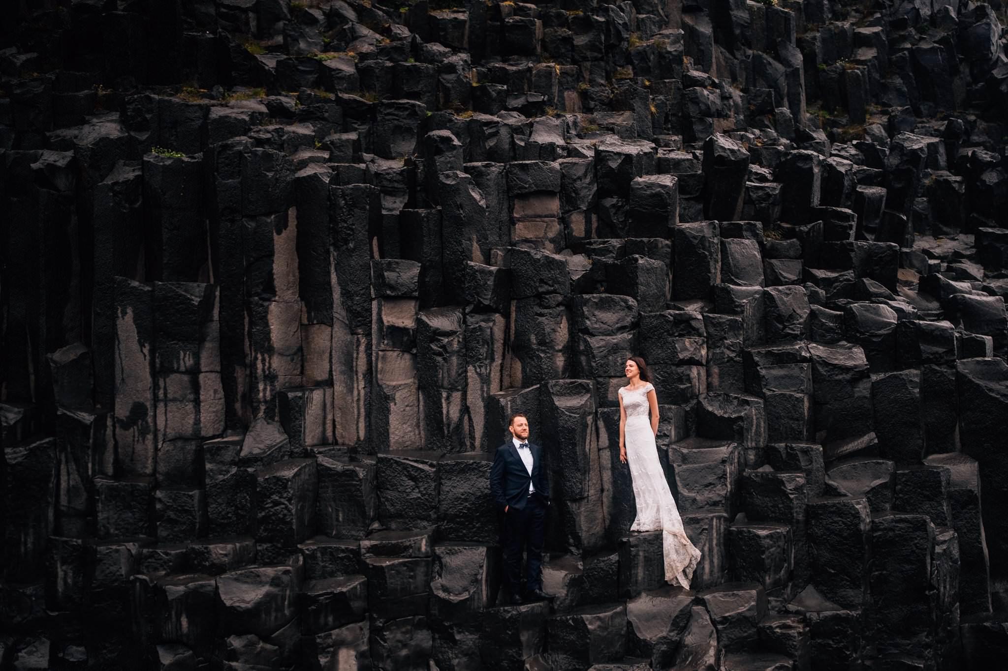 Black Sand Beach sesja pary młodej Islandia