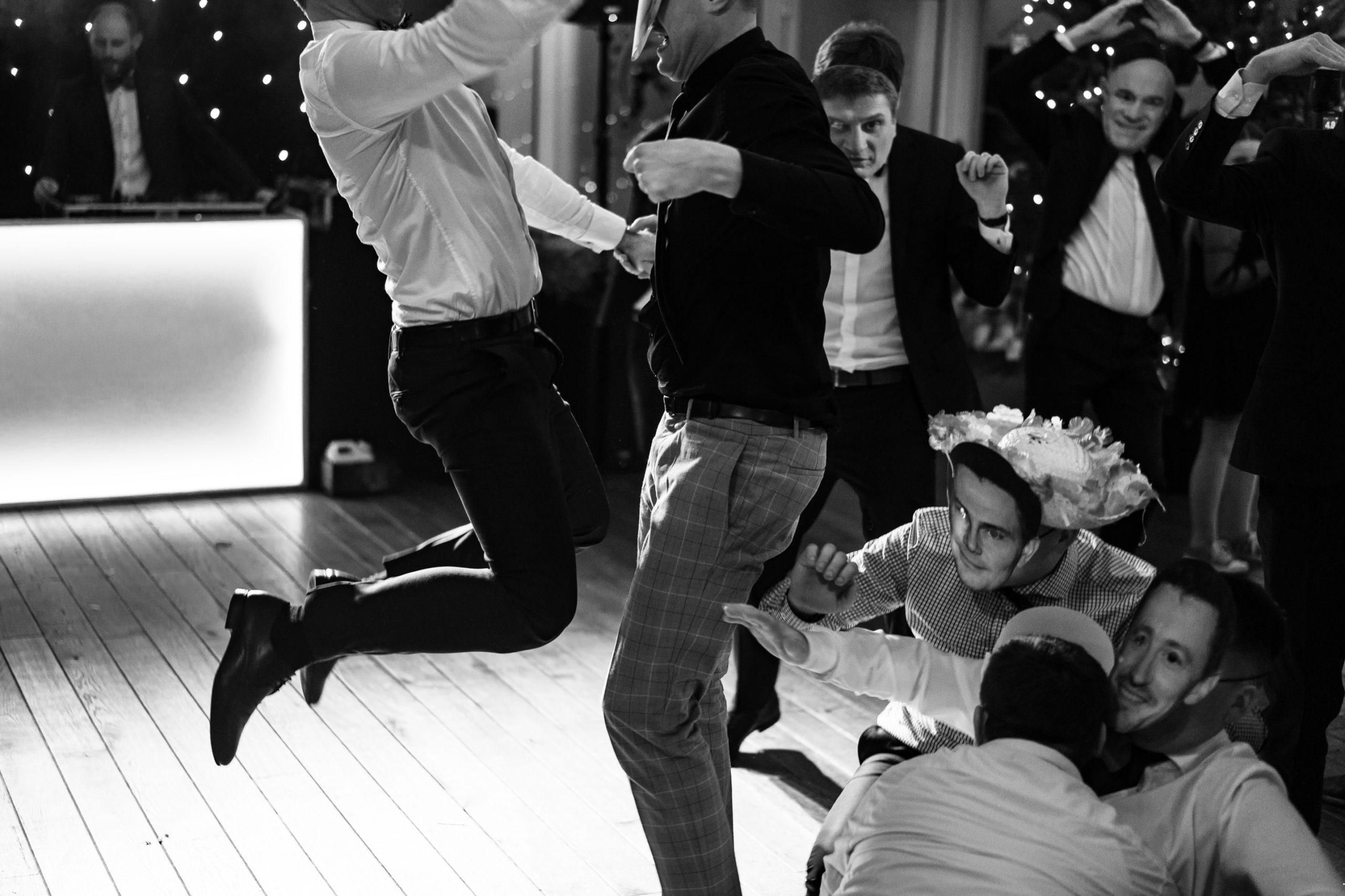 Taniec na weselu reportaż Love Needs