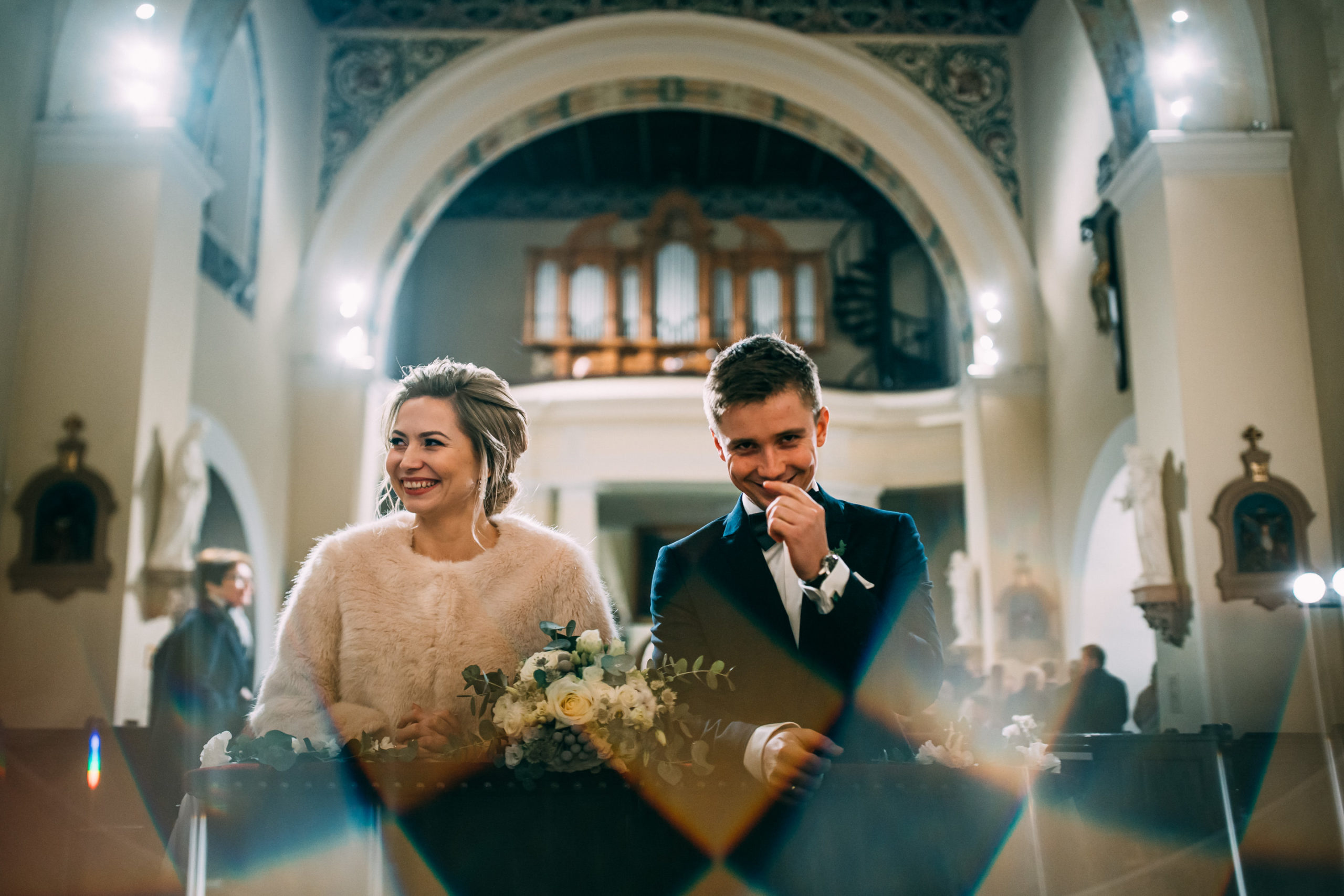 Ślub w kościele w Miłosławiu fotografia ślubna Love Needs