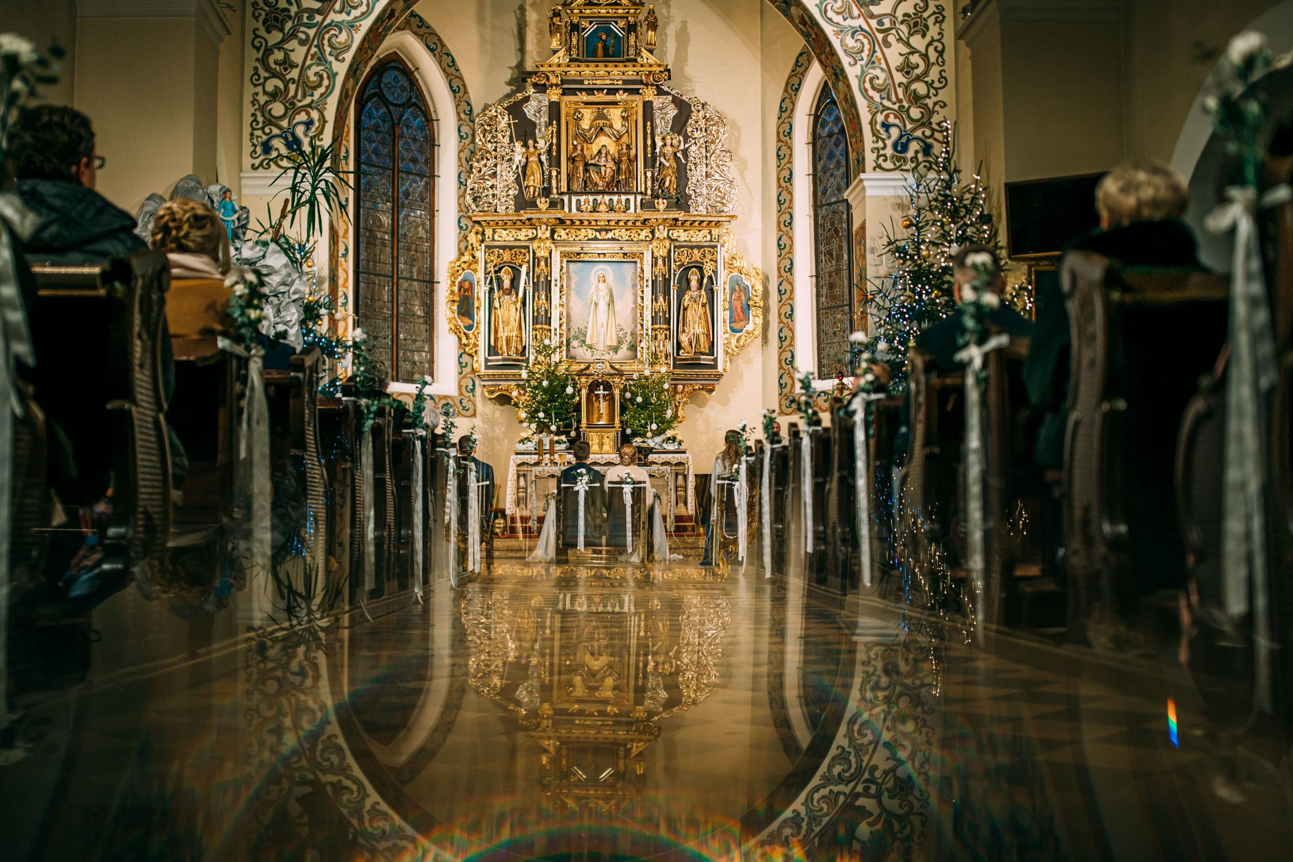 Ceremonia Ślubna Kościół Jakuba Apostoła Miłosław Fotografia Ślubna Love Needs