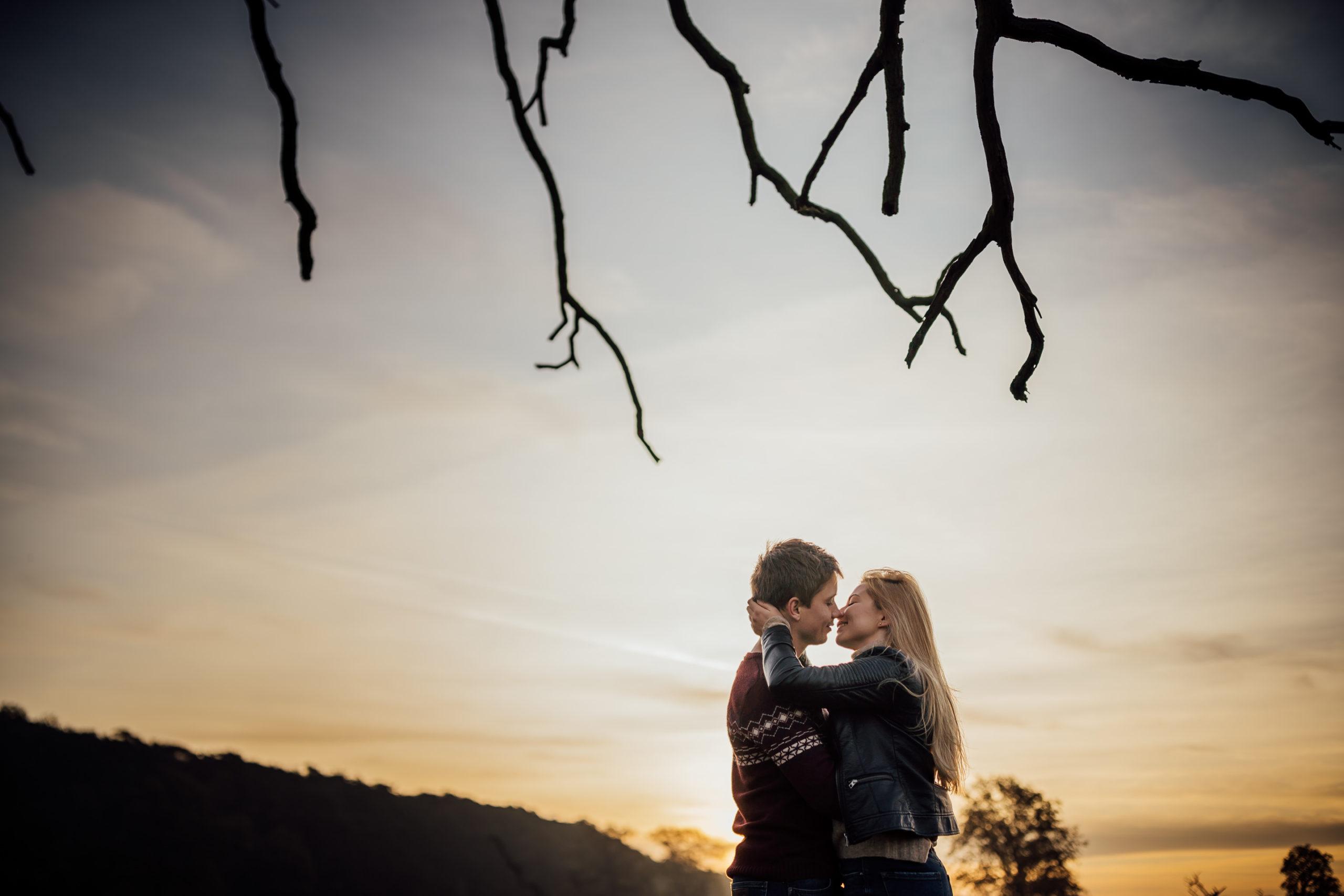 Wspaniali narzeczeni na wspaniałej sesji Love Needs Fotografia ślubna